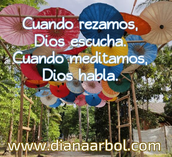 Cuando rezamos, Dios escucha. cuando meditamos, Dios habla